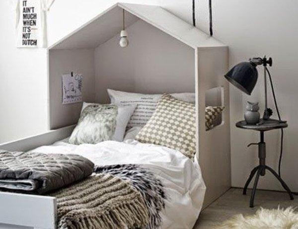 Детская мебель в виде домиков на примере стильной кровати в стиле минимализм