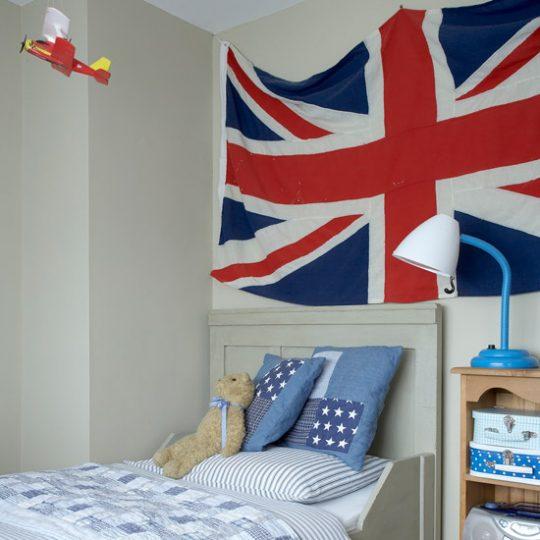 Идеи дизайна детской: флаг на стене