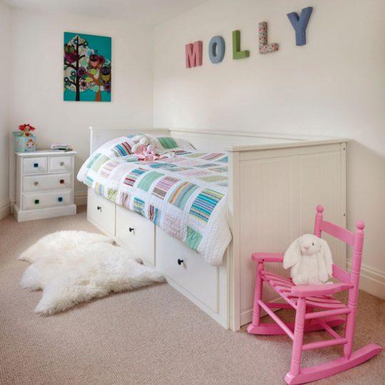 Идеи дизайна детской: буквы над кроватью