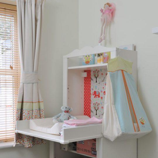 Идеи дизайна детской: декорирование пеленального столика