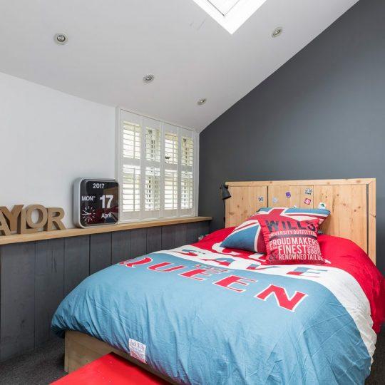 Дизайн комнаты для мальчика: основные поверхности без декора