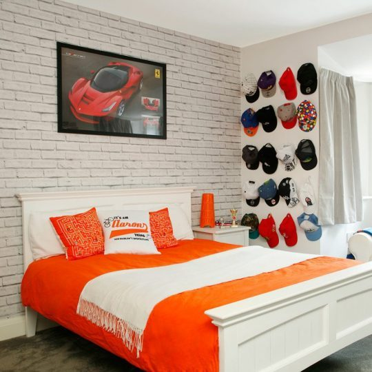 Дизайн комнаты для мальчика: коллекция бейсболок