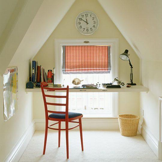 Дизайн комнаты для мальчика: подвесная столешница