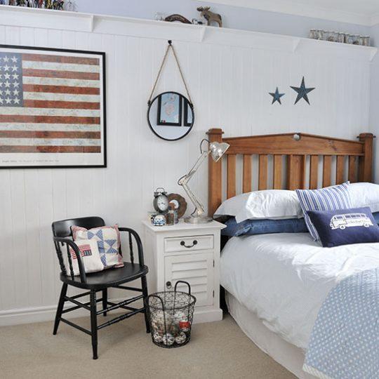 Дизайн комнаты для мальчика в светлом цвете