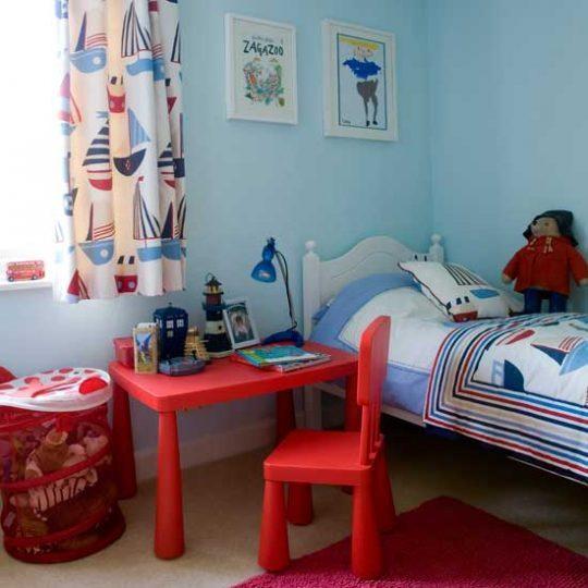 Современный дизайн комнаты для мальчика - фото 8
