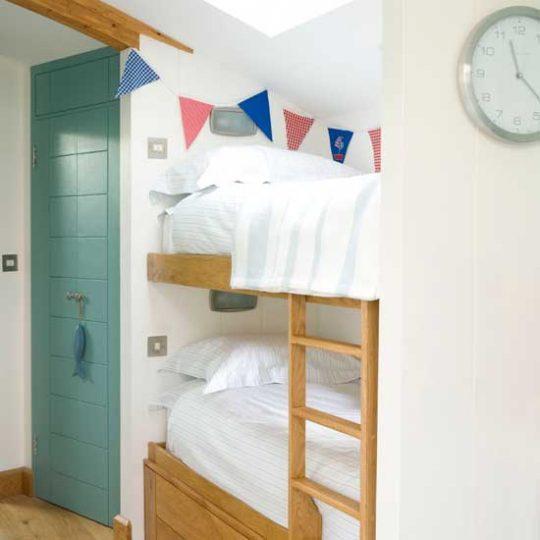Современный дизайн комнаты для мальчика - фото 13