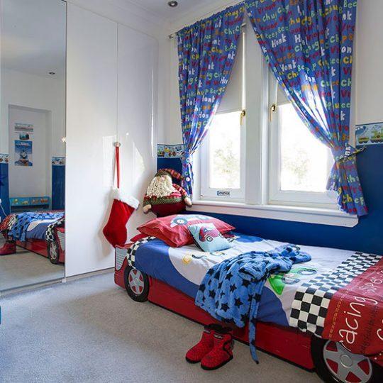 Современный дизайн комнаты для мальчика - фото 26