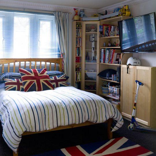 Современный дизайн комнаты для мальчика - фото 27