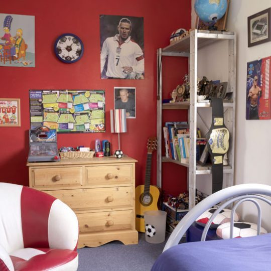 Современный дизайн комнаты для мальчика - фото 34
