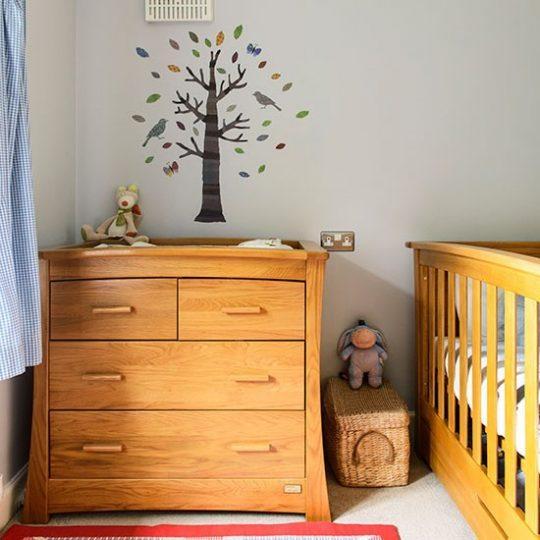 Дизайн комнаты малыша с использование натуральной древесины
