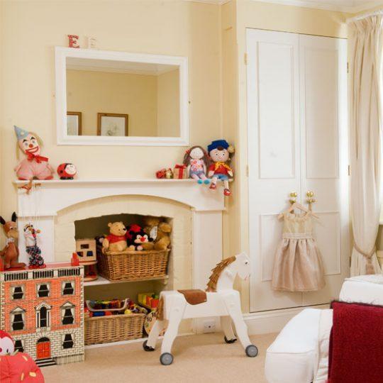 Дизайн комнаты малыша: декор красного цвета