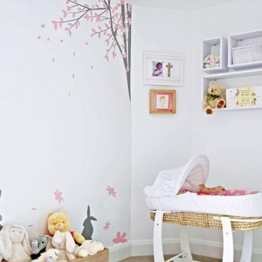 Дизайн комнаты малыша в белом цвете