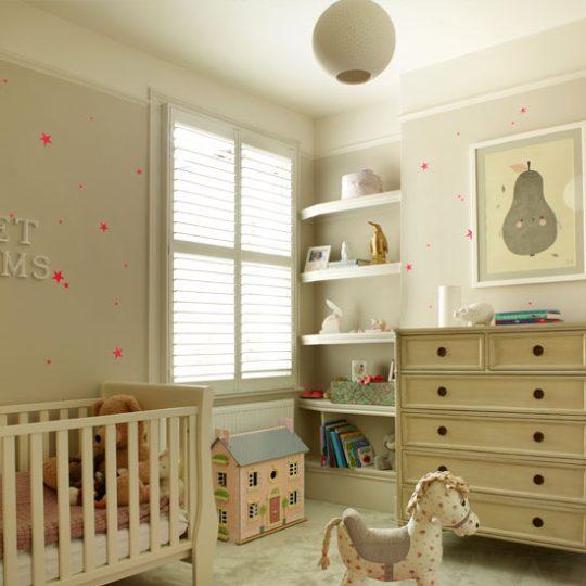 Дизайн комнаты малыша с использование тёмно-серого цвета
