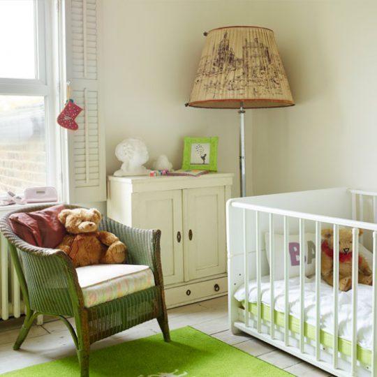 Дизайн комнаты малыша в бело-зелёных тонах