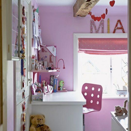 Дизайн маленькой детской в розовых тонах