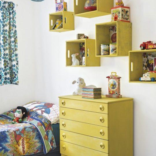 Дизайн маленькой детской: мебель жёлтого цвета