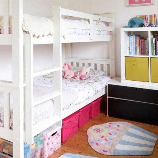 Дизайн маленькой детской: двухъярусная кровать
