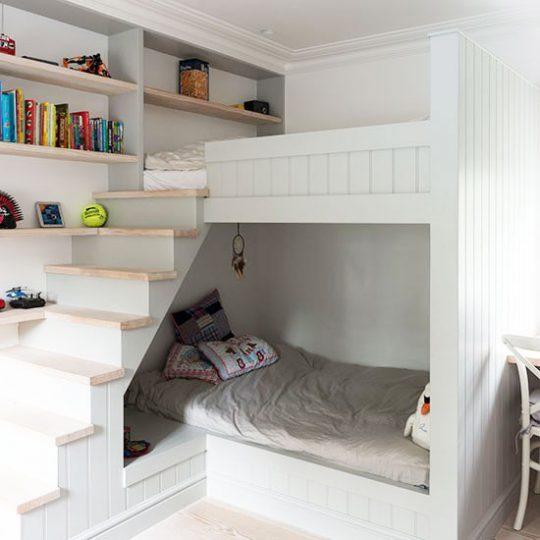 Дизайн маленькой детской с многофункциональной мебелью