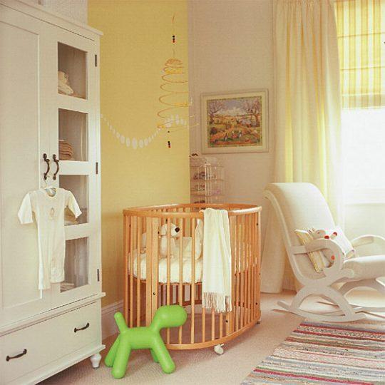 Идея декора детской: наклейки на стене