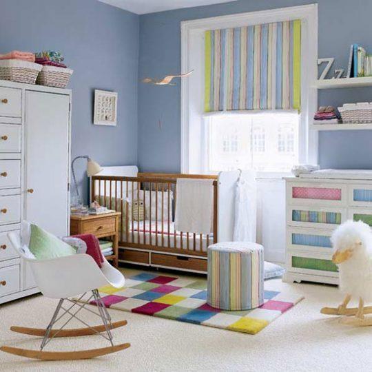 Идея декора детской: квадраты и полосы в интерьере