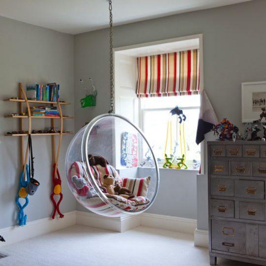 Идея дизайна детской: подвесное кресло