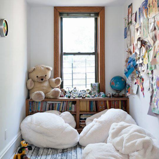 Идея дизайна детской: уголок для чтения