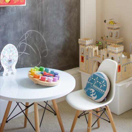 Идея дизайна детской: мебель в стиле ретро