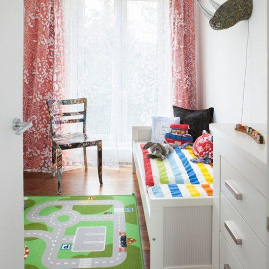 Идея дизайна детской: ковёр с принтом