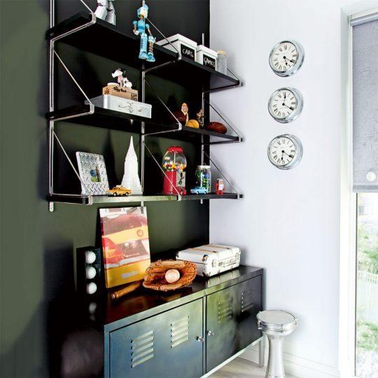 Индустриальный интерьер комнаты для мальчика: металлический ящик