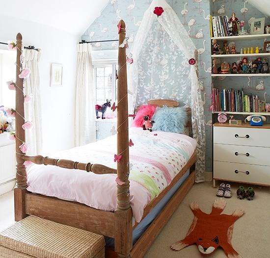 Мебель для детской: кровать с пологом