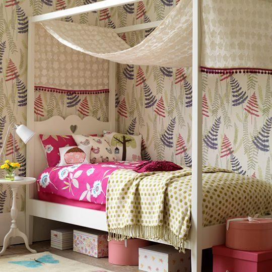 Мебель для детской: кровать со столбиками
