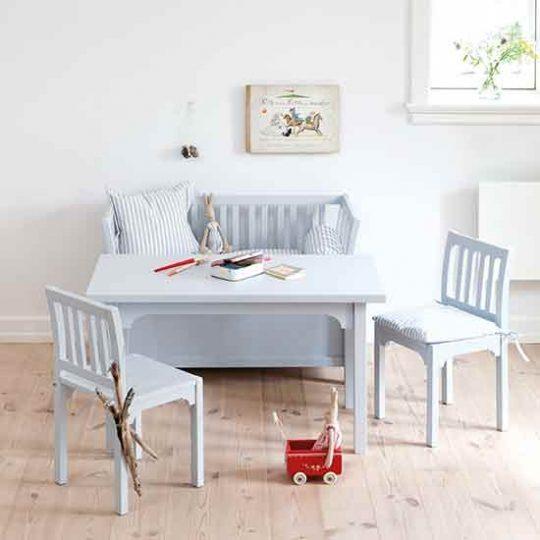 Мебель для детской: маленький стол со стульями