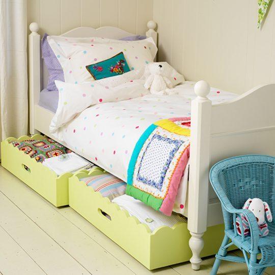 Мебель для детской: выдвижные ящики под кроватью