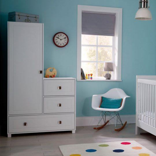 Стильная мебель для детской: белый шкаф-комод