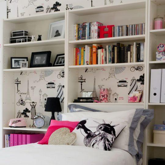 Современный дизайн комнаты девочки-подростка: вместительный стеллаж