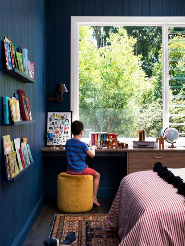 Очень темный интерьер детской комнаты