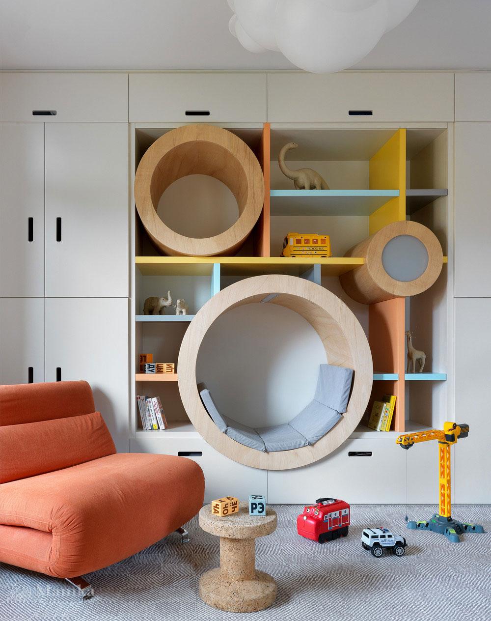 Детская комната для мальчика с комфортным красочным интерьером 1
