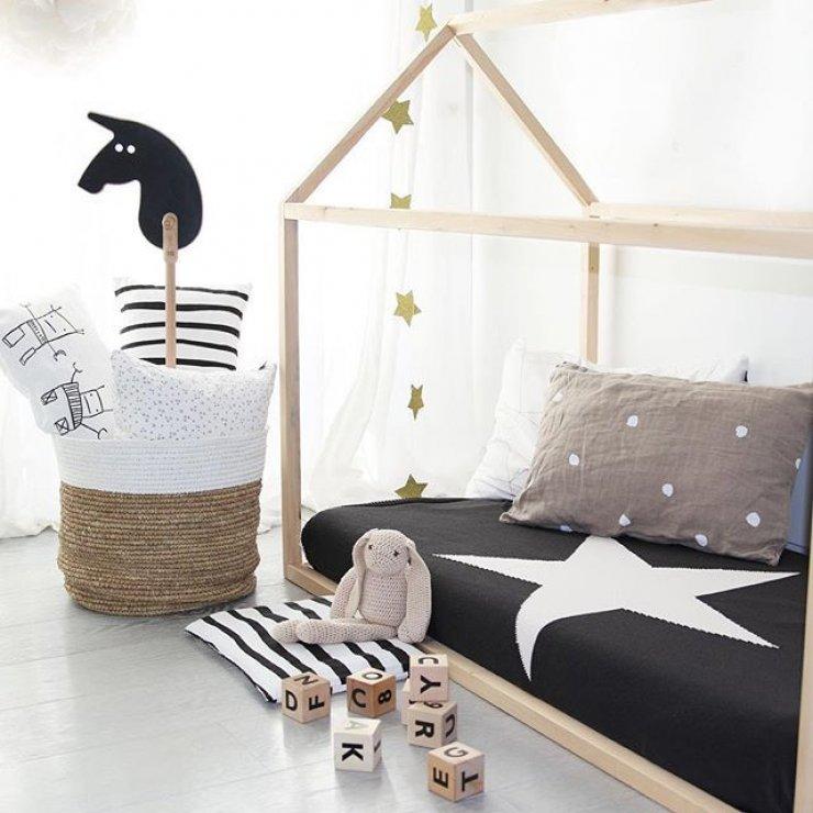 Простая в исполнении детская кровать домик