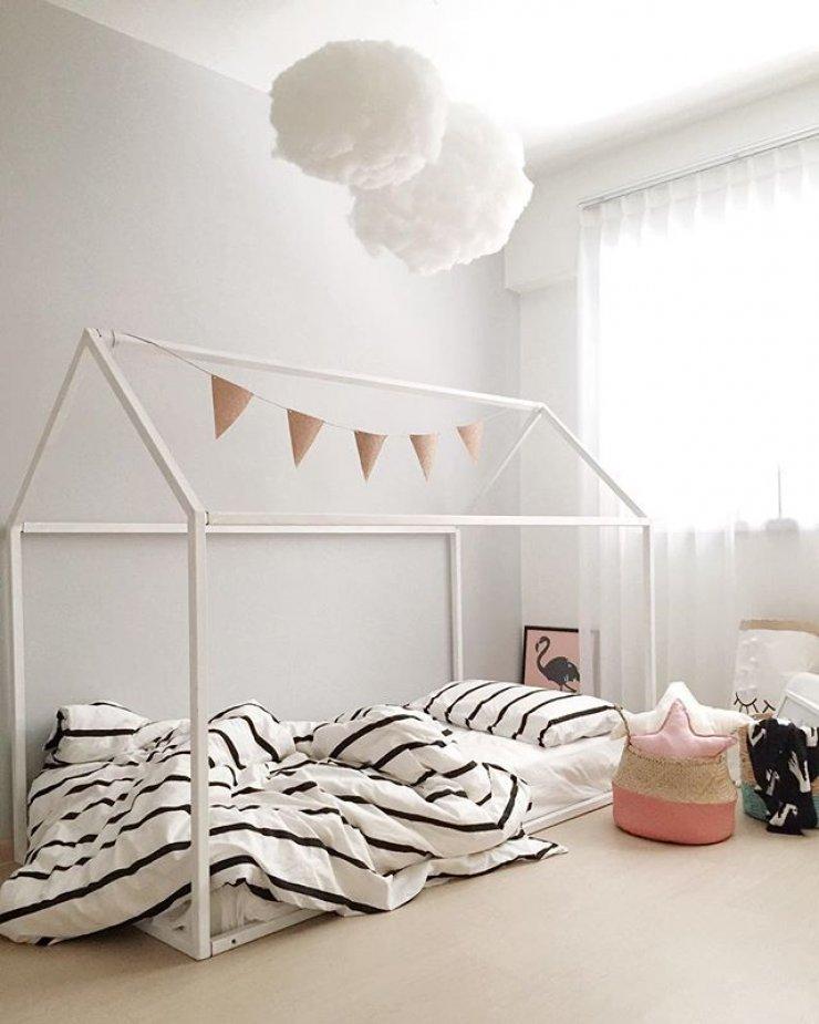 Простая в исполнении детская кровать домик для девочки-подростка
