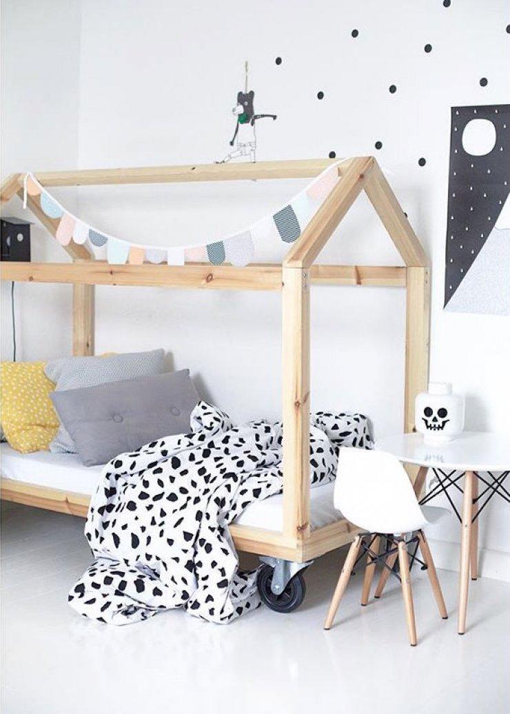 Детская кровать домик на колёсиках