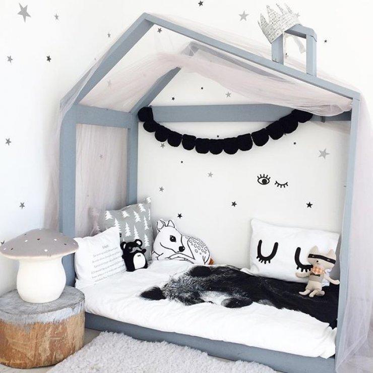 Детская кровать домик с асимметричной крышей