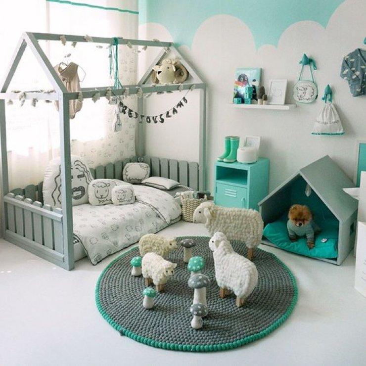 Детская кровать домик с заборчиком