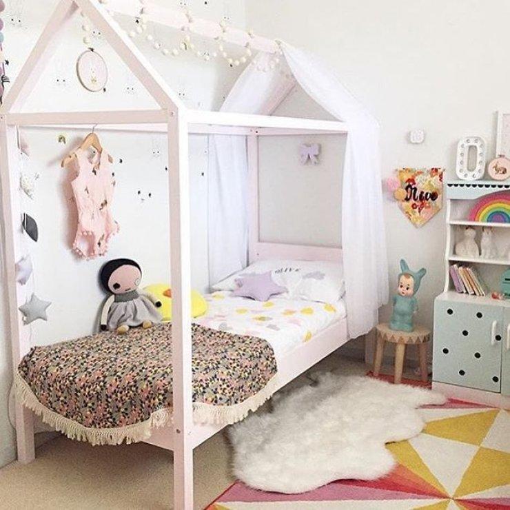 Детская кровать домик с балдахином