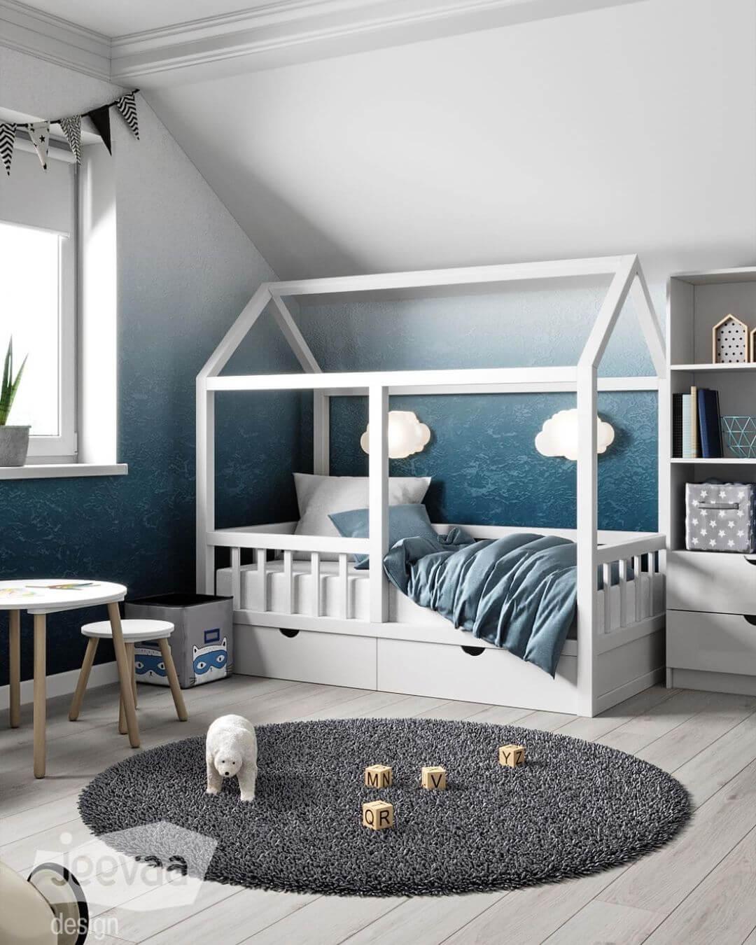 Дизайн детской комнаты дошкольников в бело-синих тонах 1