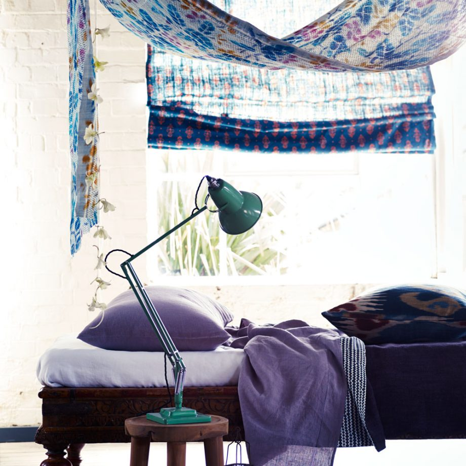 Дизайн комнаты для девочки-подростка: текстиль в насыщенных тонах