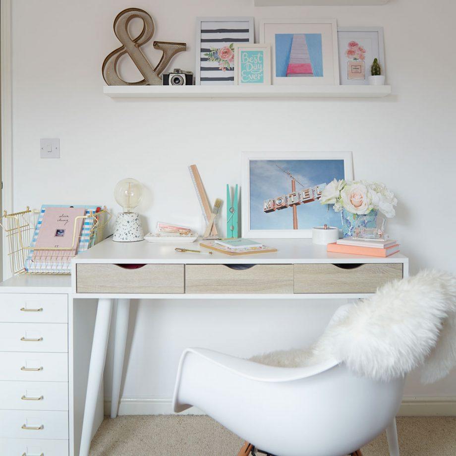 Дизайн комнаты для девочки-подростка в нейтральной цветовой гамме