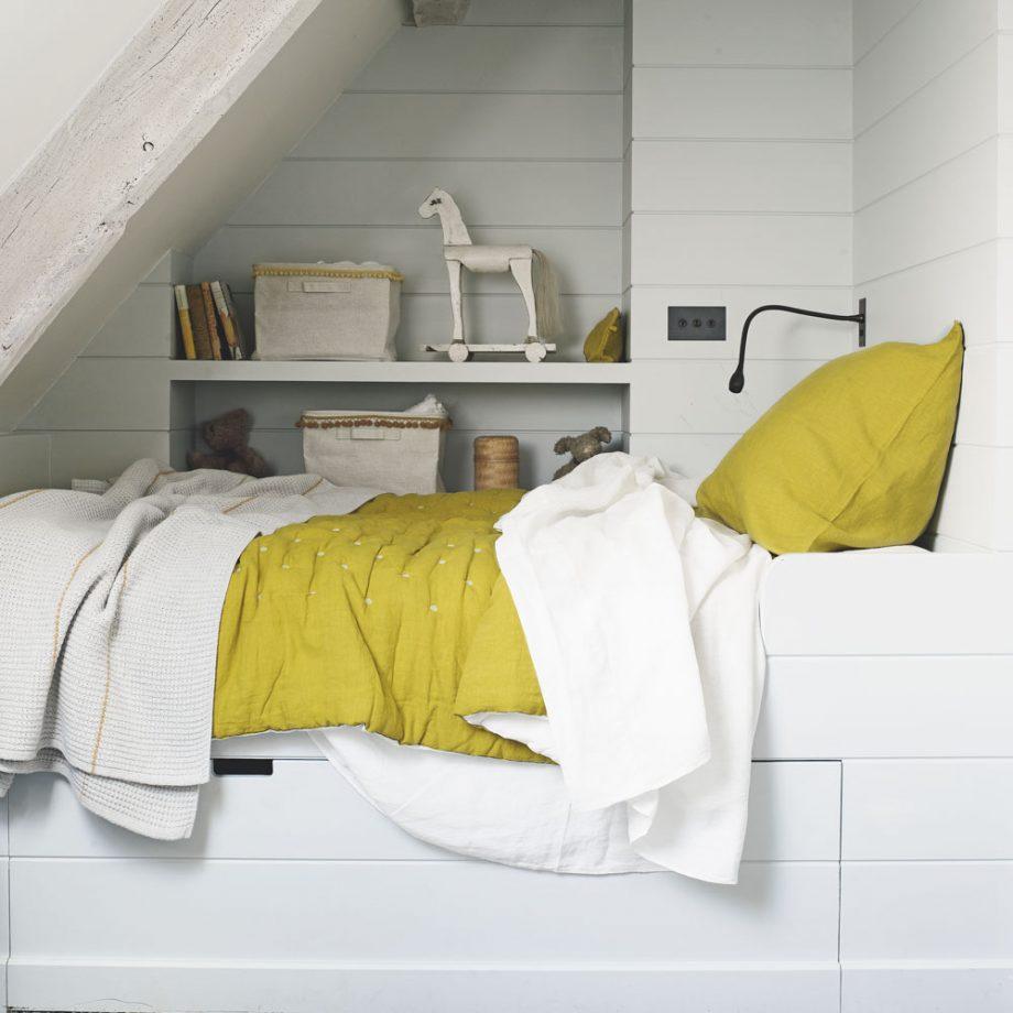 Дизайн комнаты для девочки-подростка в белом цвете