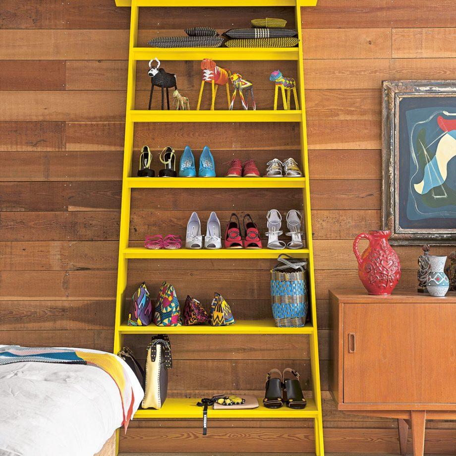 Дизайн комнаты для девочки-подростка: высокий стеллаж