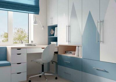 Мебель в голубых тонах в детскую комнату мальчика — проект 3867