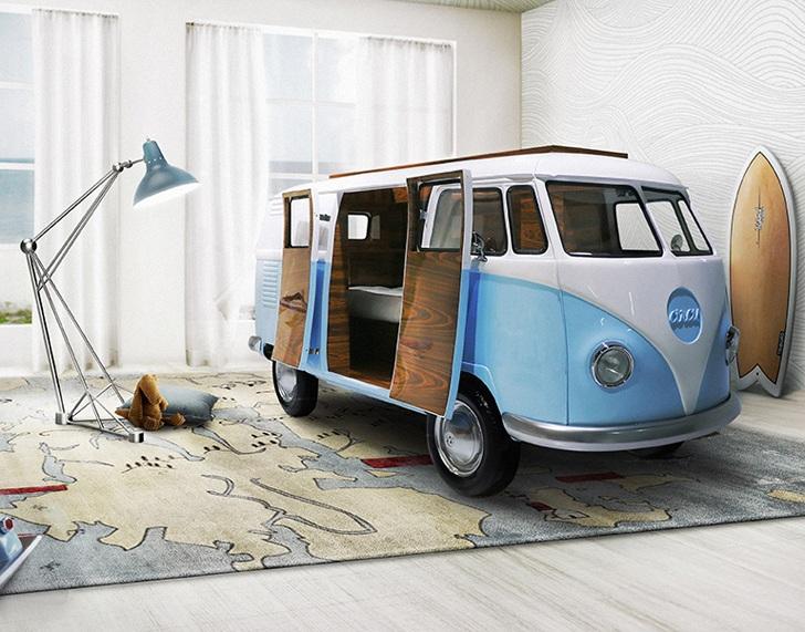 Кровати домики для мальчиков часто выполняются в виде транспортных средств